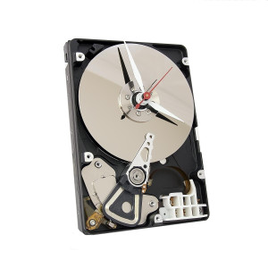 Фото часов в виде жесткого диска