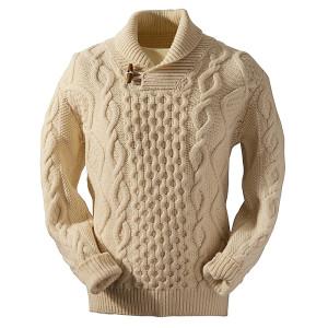 Фото белого вязаного свитера
