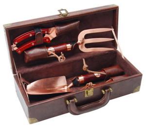 Фото набора элитных дачных инструментов