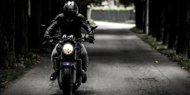 Фото мужчины на мотоцикле