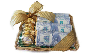 Фото конфет с деньгами в одной коробке