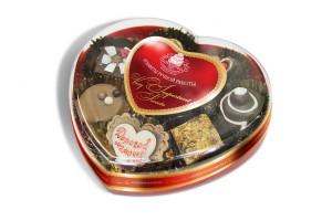 Фото шоколадных конфет в коробке в форме сердца
