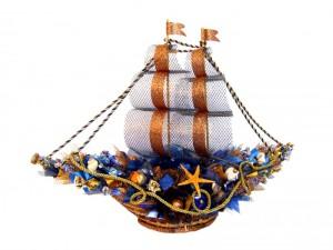 Фото подарочной корзины в виде корабля