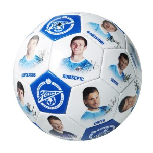 Фото мяча с изображениями футболистов