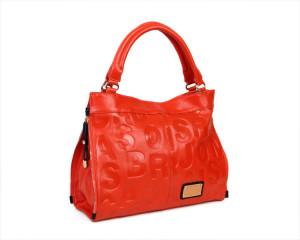Фото червоною сумки