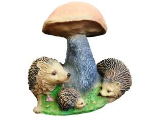 Фото фигуры гриба и ежей для сада