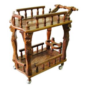 Фото деревянного столика на колесах