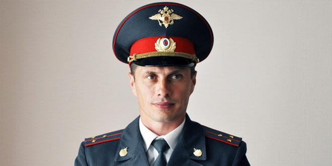 chto-podarit-policeyskomu